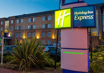Holiday Inn Cardiff Bay